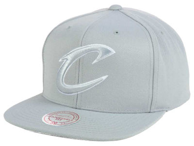 Cleveland Cavaliers Mitchell and Ness NBA Team Gray White Snapback Cap