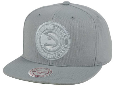 Atlanta Hawks Mitchell and Ness NBA Team Gray White Snapback Cap