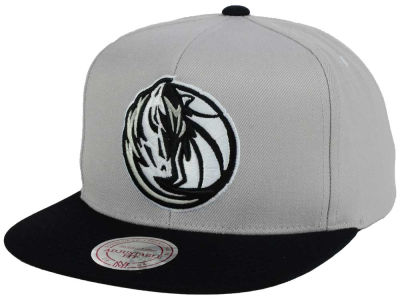 Dallas Mavericks Mitchell & Ness NBA Team Gray White Snapback Cap