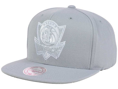 Dallas Mavericks Mitchell and Ness NBA Team Gray White Snapback Cap