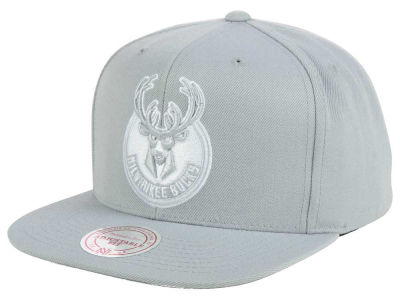 Milwaukee Bucks Mitchell & Ness NBA Team Gray White Snapback Cap