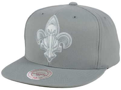 New Orleans Pelicans Mitchell and Ness NBA Team Gray White Snapback Cap