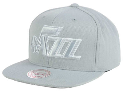 Utah Jazz Mitchell & Ness NBA Team Gray White Snapback Cap