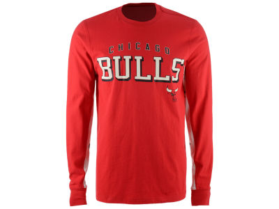 Chicago Bulls GIII NBA Men's Hands High Front Four Long Sleeve T-Shirt