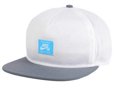 Nike Patch Performance Trucker Cap