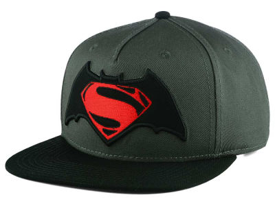 DC Comics Batman vs Superman Snapback Cap