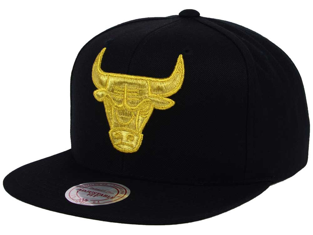 Chicago Bulls Mitchell   Ness NBA All Gold Logo Snapback Cap  36d6236e1cf