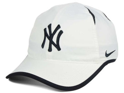 New York Yankees Nike MLB Dri-Fit Featherlight Adjustable Cap