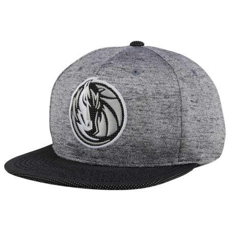 Dallas Mavericks Mitchell & Ness NBA Space Knit Snapback Cap