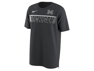 Michigan Wolverines Nike NCAA Men's Momentum T-Shirt