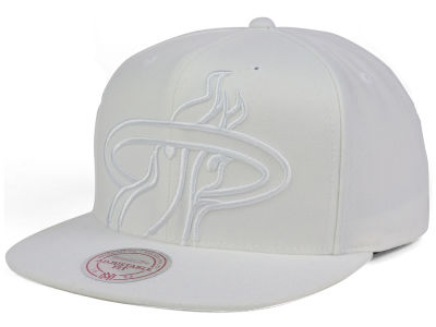 Miami Heat Mitchell & Ness NBA Cropped XL Logo Snapback Cap