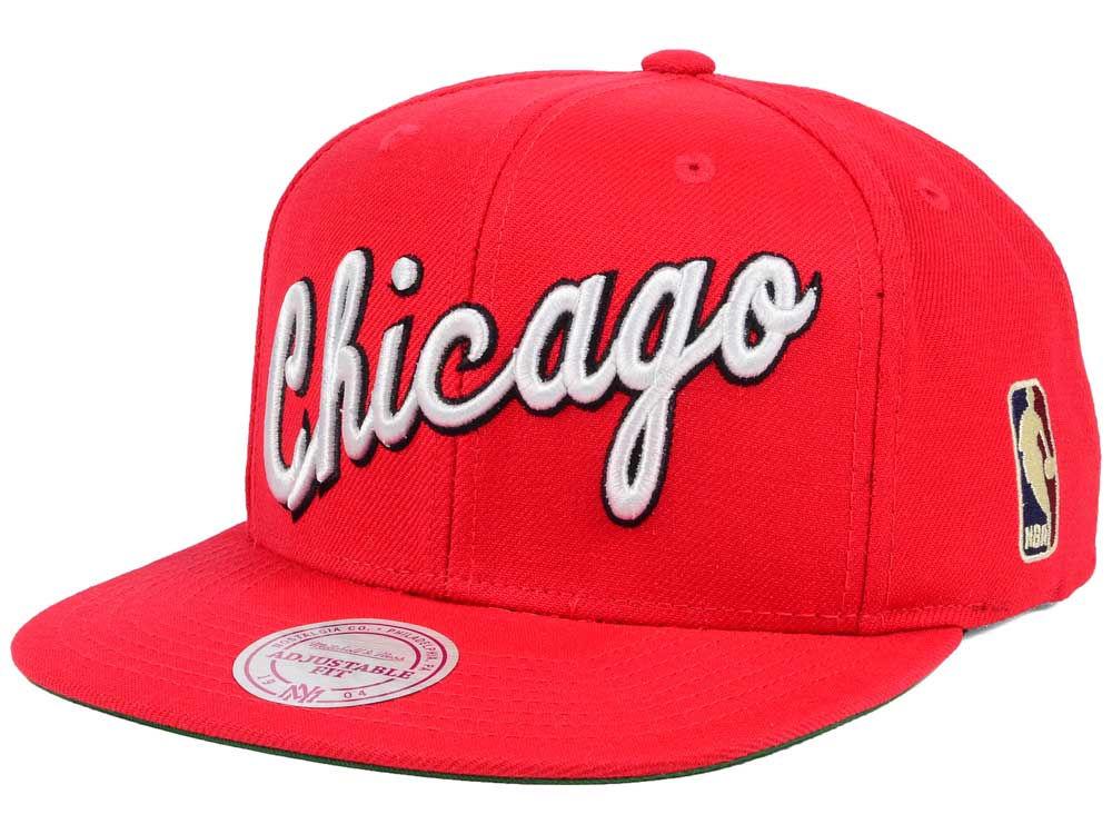 026aff64df3 Chicago Bulls Mitchell   Ness NBA Hardwood Classic Basic Logo Snapback Cap