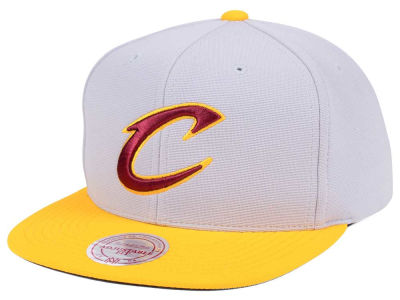 Cleveland Cavaliers Mitchell   Ness NBA The Cloud Snapback Cap 78ee7c0d985f