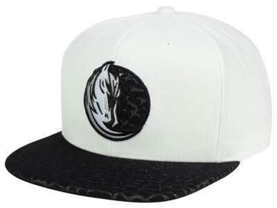 Dallas Mavericks Mitchell and Ness NBA White Reflect Snapback Cap