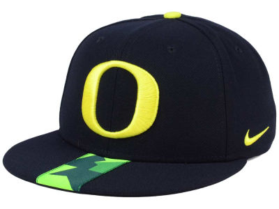 Oregon Ducks Nike NCAA Sideline True Snapback Cap