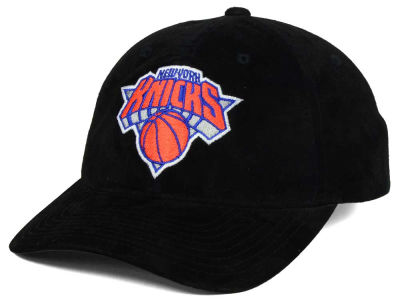 New York Knicks Mitchell & Ness NBA Pig Suede Dad Strapback Hat