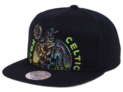 Boston Celtics Mitchell & Ness Oil Cropped Snapback Cap