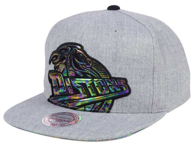 Detroit Pistons Mitchell & Ness Oil Cropped Snapback Cap