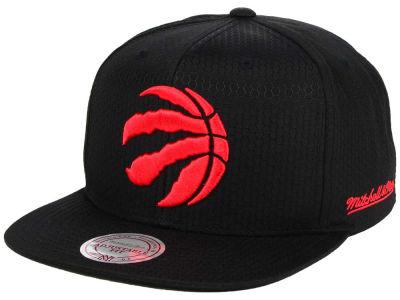 Toronto Raptors Mitchell   Ness NBA Black Ripstop Honeycomb Snapback Cap 327d85ed5c59
