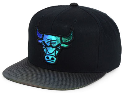 Chicago Bulls Mitchell and Ness NBA Black Logo Gaze Snapback Cap