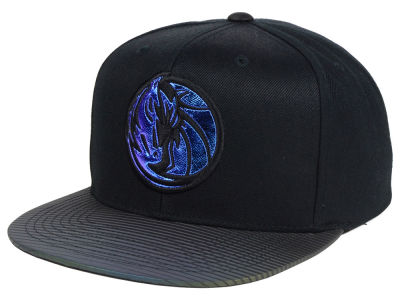 Dallas Mavericks Mitchell and Ness NBA Black Logo Gaze Snapback Cap