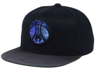Milwaukee Bucks Mitchell & Ness NBA Black Logo Gaze Snapback Cap