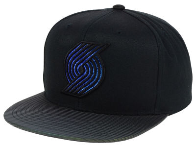 Portland Trail Blazers Mitchell and Ness NBA Black Logo Gaze Snapback Cap