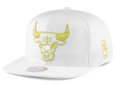 Chicago Bulls Mitchell and Ness NBA White Goldie XL Snapback Cap