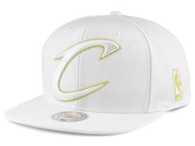 Cleveland Cavaliers Mitchell and Ness NBA White Goldie XL Snapback Cap