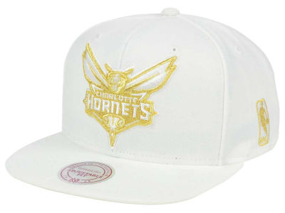 Charlotte Hornets Mitchell & Ness NBA White Goldie XL Snapback Cap
