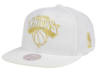 New York Knicks Mitchell & Ness NBA White Goldie XL Snapback Cap