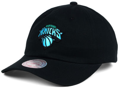 purchase cheap a7dcf 9d5f6 New York Knicks Mitchell   Ness NBA Gaze Dad Hat