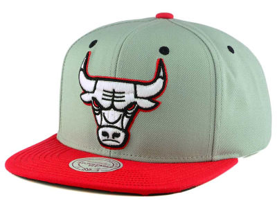 Chicago Bulls Mitchell and Ness NBA 2-Tone Velcro Strap Cap