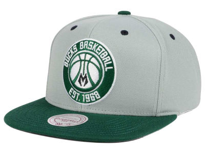 Milwaukee Bucks Mitchell & Ness NBA 2-Tone Velcro Strap Cap