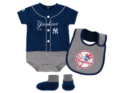 New York Yankees Outerstuff MLB Newborn Tiny Player Set
