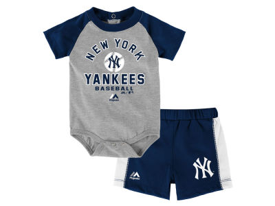 New York Yankees Outerstuff MLB Newborn Fan Favorite Short Set