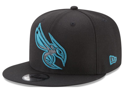 Charlotte Hornets New Era NBA Patent Blackout 9FIFTY Snapback Cap