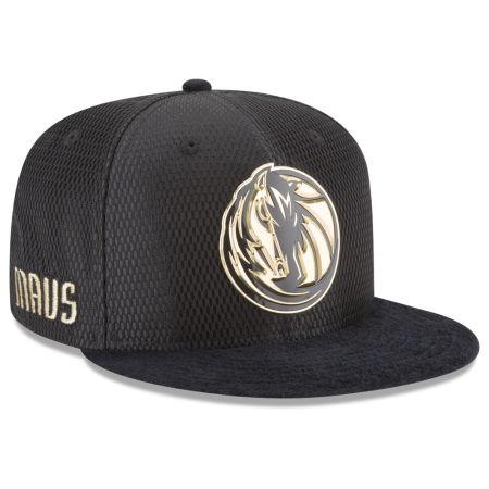 Dallas Mavericks New Era NBA On-Court Black Gold Collection 9FIFTY Snapback Cap