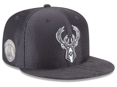 Milwaukee Bucks New Era NBA On-Court Graphite Collection 9FIFTY Snapback Cap