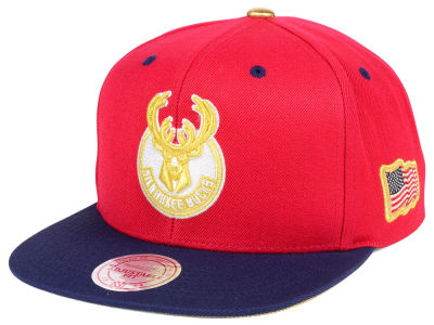 Milwaukee Bucks Mitchell & Ness NBA USA 2Tone 2.0 Snapback Cap