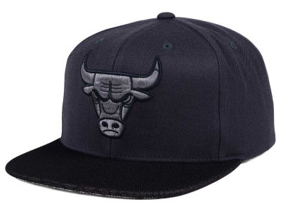 Chicago Bulls Mitchell & Ness NBA Hologram Mesh Stop On A Dime Snapback Cap