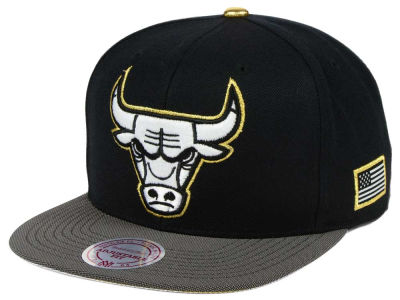 Chicago Bulls Mitchell & Ness NBA Gold Tip Snapback Cap