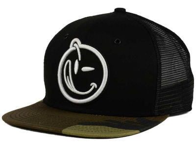 YUMS Classic Outline Trucker Hat