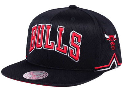 buy popular 046f6 e8346 Chicago Bulls Mitchell   Ness NBA Jersey Mesh Hook Snapback Cap