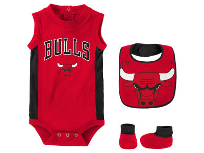 Chicago Bulls Outerstuff NBA Newborn Overtime Creeper Bib & Bootie Set