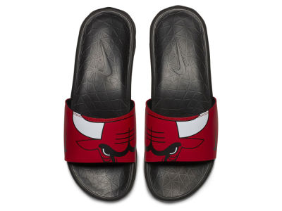Chicago Bulls Nike Men's Benassi Solarsoft Slide Sandals