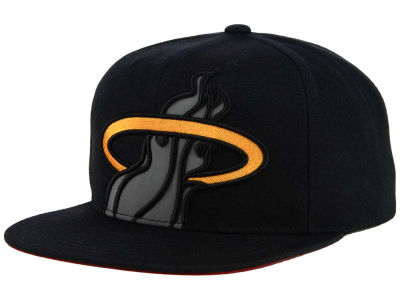 Miami Heat Mitchell & Ness XL Reflective Cropped Snapback Cap
