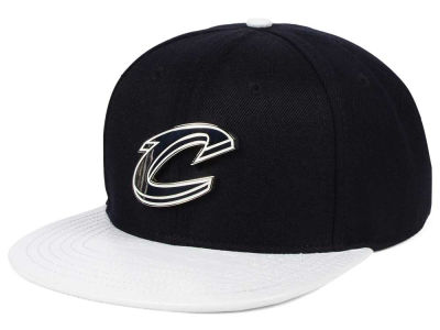Cleveland Cavaliers Pro Standard NBA METAL Black & White Strapback Cap