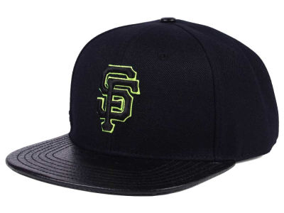 San Francisco Giants Pro Standard MLB Black Volt Strapback Cap
