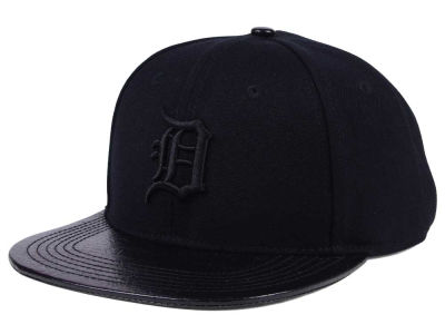 Detroit Tigers Pro Standard MLB Black on Black Strapback Cap